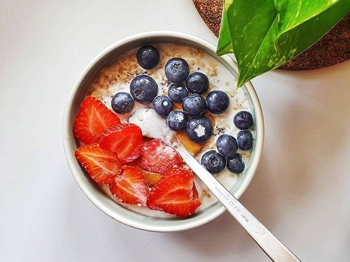 Oats with fruits and peanut butter